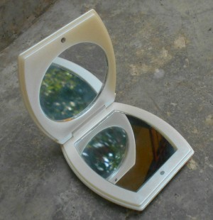 Cosmatic Mirror in white